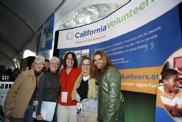 Photo of First Lady Maria Shriver with CaliforniaVolunteers staff